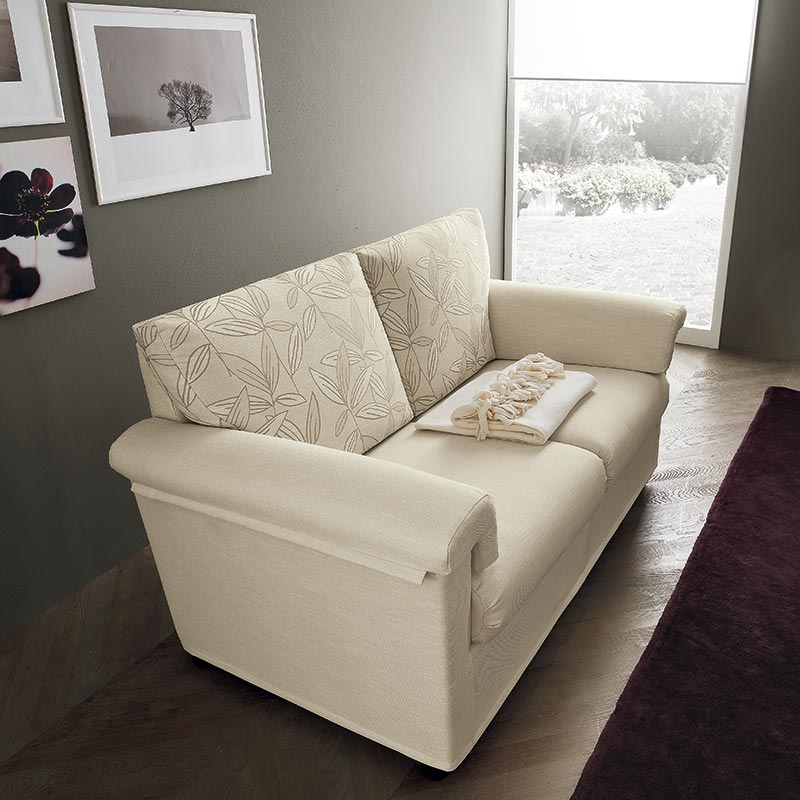 divano con braccioli, sofa with ergonomic armrests